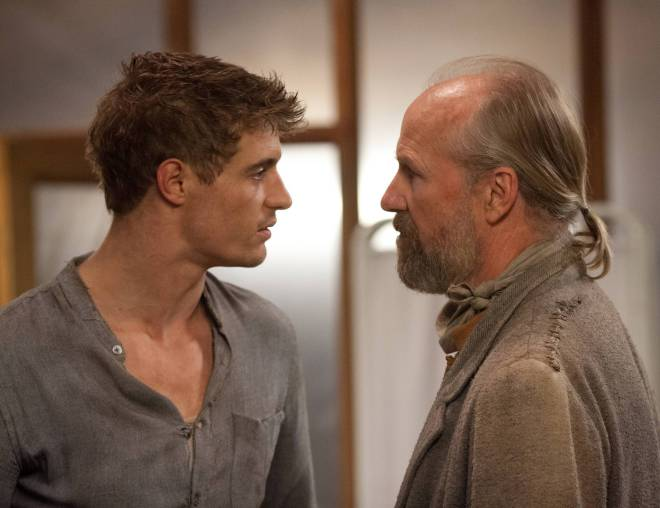 Max Irons (Jared) y William Hurt (tío Jeb) en 'THE HOST (La huésped)', basada en la obra de Stephenie Meyer